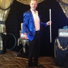 Magicain Kendal Kane is the best party magician for your event, birthday party, company holiday party, mago espanol